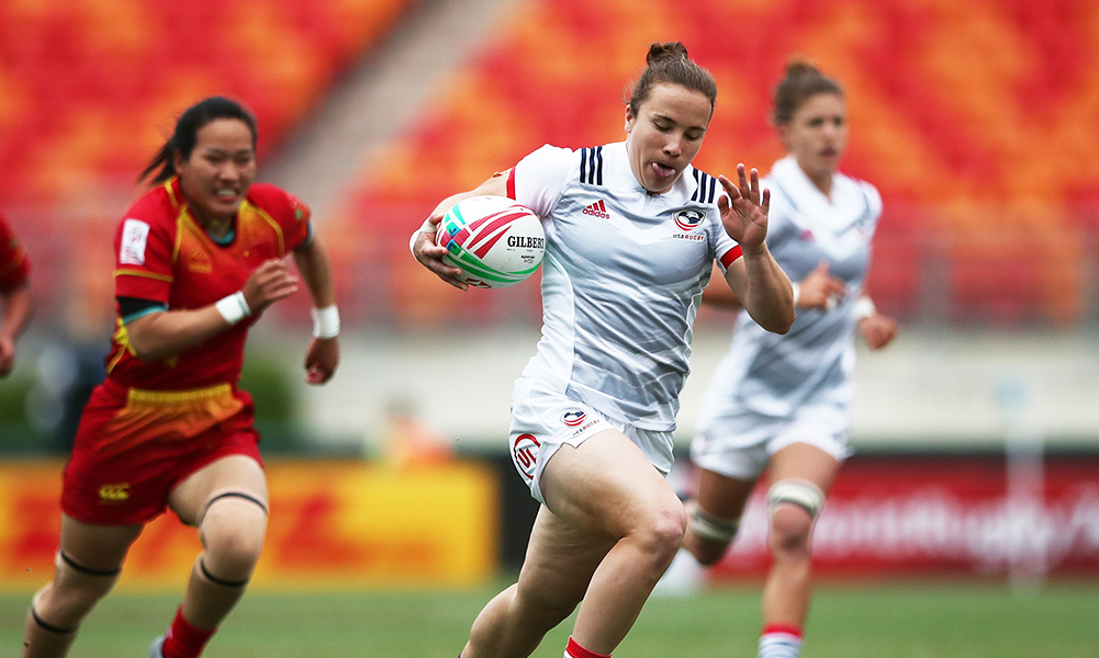 Former Franklin soccer, lacrosse and basketball standout Kristi Kirshe races for a U.S. try against China at the HSBC World Rugby Women's Sevens Series in Sydney, Australia. (Mike Lee/KLC Fotos)